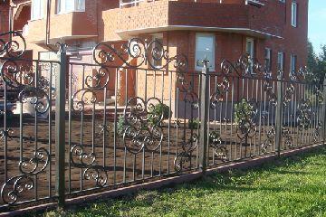 Кованый забор – идеальное решение!