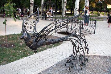Кованые скульптуры – эффектный штрих оформления участка