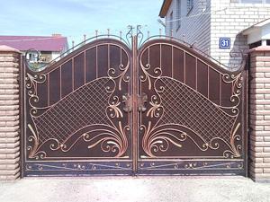 Кованые ворота и калитки как на фото станут настоящим украшением загородного дома